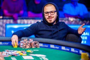 Дэн Смит знаменитый игрок в покер